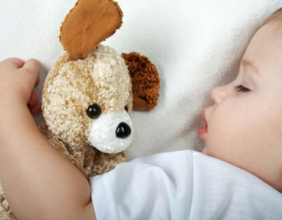 bimbo-dorme